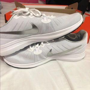 White women's nike shoes